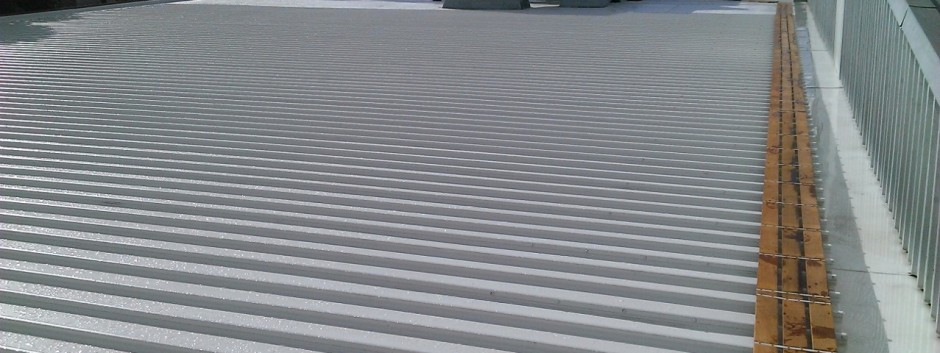 Factory roof in KlipLok 700HS, 400 square metres with 28 metres of Box Gutter.