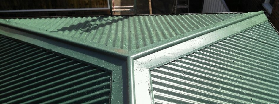 Corrugated Garage roof, with two hips